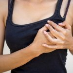 Болит грудь при кормлении что делать и как исправить